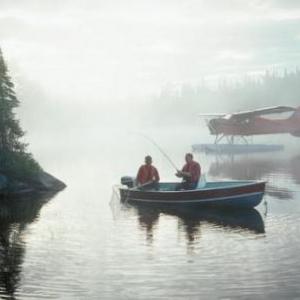 Peche en hydravion dans la brume matinale