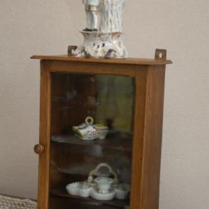 armoirette a suspendre+ statue