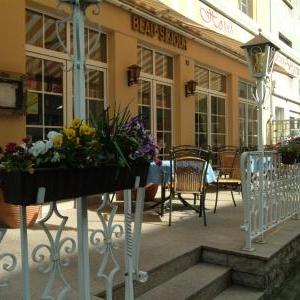 La terrasse devant le Beau-Séjour