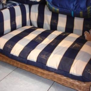 superbe grand lit en rotin avec coussin 225 euro