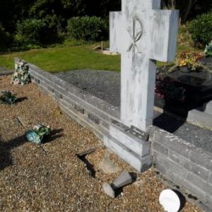 Une des tombes du CPAS, dont l'effondrement semble imminent