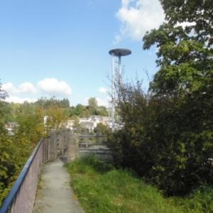 L'ancienne tour, vue de l'esplanade au sommet du donjon