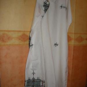 30. grande nappe d'El Golea (sud) avec serviettes (55 euros)