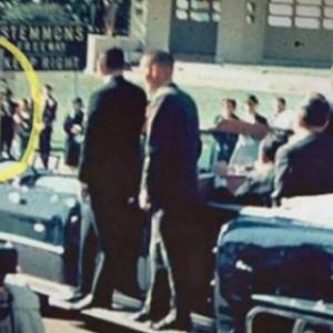 4. L'homme au parapluie, lors de l'assassinat de John F. Kennedy