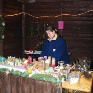45. bougies, photophores peints, guirlandes: tous produits faits par l'artisane qui les propose