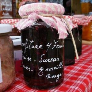 confiture fraises, sureau, cassis, groseilles rouges (3 euros)