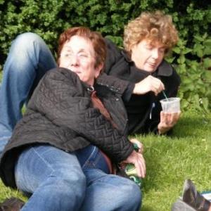 Le GSARA aux serres de Laeken, le 4 mai 2010: marcher sur les pelouses etait interdit. Quant a se coucher...