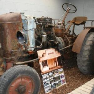 Un tracteur ancetre parmi bien d'autres, chez Jean-Bernard Zeler.