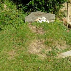 "La tombe ""ecologiste"" d'Anneke Mol."