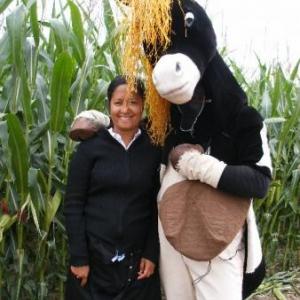 Tonnerre de Brest! Petit Tonnerre qui drague! Patricia, venue de Madagascar.