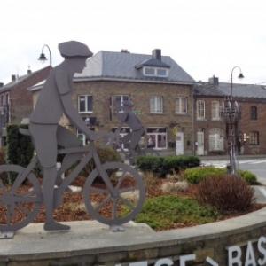 Le rond-point LBL de Bastogne ,sortie de Bastogne vers Houffalize Liege