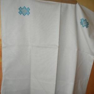 23. taie d'oreiller, avec broderies masloul, fait main (Tibhirine): 5 euros