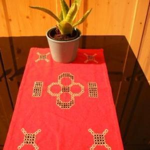 40. chemin de table, broderie masloul (12.5 euros)