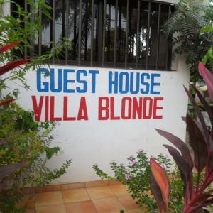 L'entree de la Villa Blonde