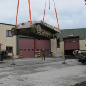 Le tank arrive a Bastogne, atelier de renovation (Bastogne Barraks)