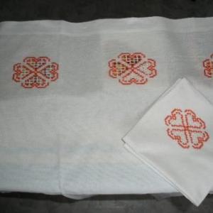 8. nappe avec serviettes assorties, broderies masloul de Tibhirine, fait-main