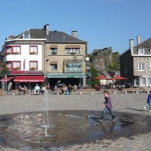La Roche-en-Ardenne, place du Bronze. Image Office du Tourisme.