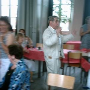 Ces photos le montrent lors d'une rencontre festive dans sa petite ville de Chiny, en 1985.