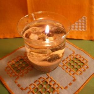 14. magnifique napperon, broderie masloul, tout petit, tout mignon, combien chaleureux! 9 euros