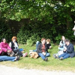 Le GSARA aux serres de Laeken, le 4 mai 2010: consommation de glaces sur l'herbe