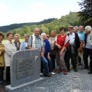 devant le monument Louis Dislaire (Ermitage)