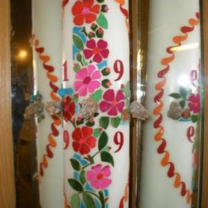 La Croix au centre du temps des Hommes (note: deux miroirs flanquent le cierge)