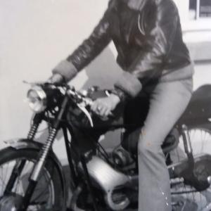Joseph à Heist: l'homme à la moto et pattes d'eph