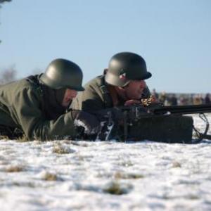 Soldats allemands avec mitrailleuse