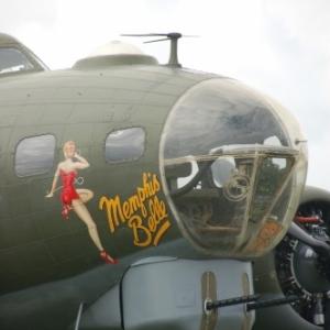 Nez du B-17G Sally B