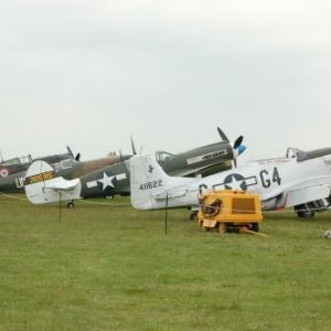 P36 Hawk avec Spitfire et P40 Warhawk accompagne du P51D Mustang