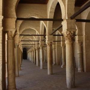 kairouan grote moskee zuilengang