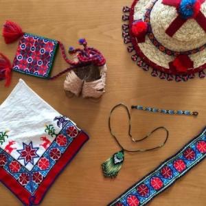 NOUVEAU COSTUME MEXICAIN POUR MANNEKEN-PIS: TENUE DE WIXÁRIKA