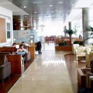 Pour attendre un vol international à l'aéroport de Madrid, rien de mieux que le salon Velázquez dans le Terminal 4 de l'aéroport