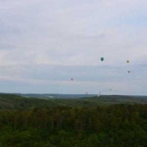 plusieurs montgolfieres a han sur lesse