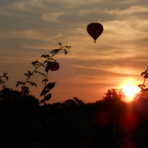 montgolfiere coucher du soleil