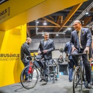 """Philippe Close, le Bourgmestre de Bruxelles, et Eddy Merckx au """"Salon de … l'Auto"""" 2019"""
