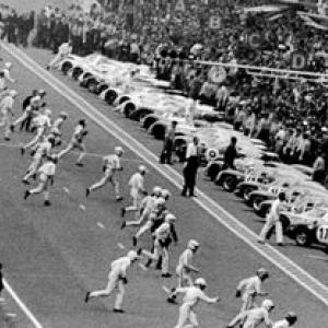 """14 juin 1969, Jacky Ickx est le seul a ne pas courir vers sa voiture (c) DR/""""Archives ACO"""""""