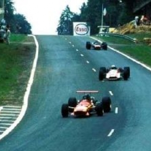 "Jacky Ickx en tete du Grand-Prix de France de ""F1"", a Rouen, en 1968"