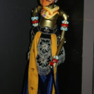 """Bima"", marionnette ""Golek"", avec du ""batik"""