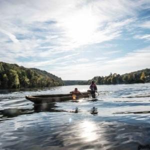 """En pirogue sur la Meuse, le debut du tournage de """"Retour o Sources"""""""