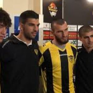 """En jaune et noir, les deux joueurs musulmans (""""Forever Pure"""")"""