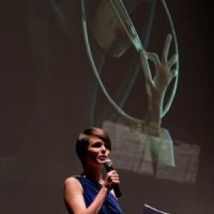 """Lucie Hiel, presentant, avec brio, le """"Gala de Cloture"""" (c) Marie-Christine Paquot/""""EOP"""""""