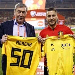 """Echange de maillots, avec Eden Hazard, les """"Diables Rouges"""" jouant en Jaune (c) """"Photos News"""""""