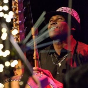 "Mamadou Drame, joueur senegalais de ""kora"", au sein du groupe ""Medra Jaly"""