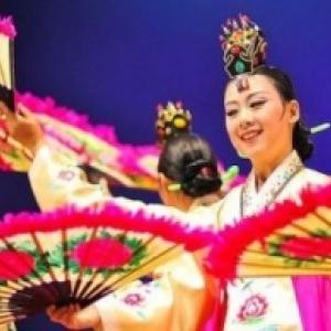 """La Joie de Vivre de danseuses taiwanaises, au """"Festival mondial de Folklore de Jambes-Namur"""""""