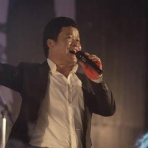 """Un chanteur nepalais, migrant illegal, dans """"Coming to you, Minu"""" (c) Jee Hyewon"""