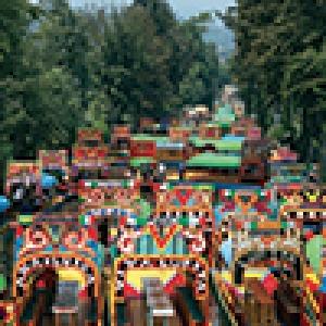 Le marche flottant fleuri, a Xochimilco, à l'écart de l aventure urbaine (c) Julie Corbell