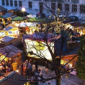 """""""Village de Noel"""", sur la Place du Marche, jouxtant la Place Saint-Lambert (c) M. Veroorten/Ville de Liege-Tourisme"""