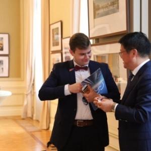 "Gabor Bodor, secretaire-general d ""Europe-China One Belt One Road Tourism Development Committee"" et LU Zhongxin, Representant du District de Songjiang, Chef de Delegation (c) Rui Shang"