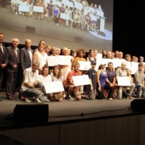 """Le Jury provincial et les laureats des """"appels a projets"""", porteurs de leurs cheques  (c) Province de Namur"""